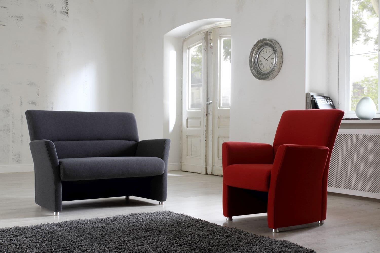 Sessel und 2sitzer sofa nossa hartmann naturm bel for Sessel und couch