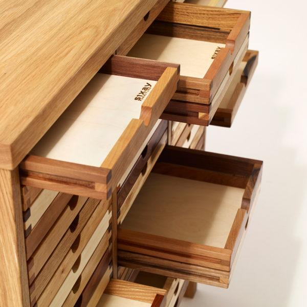 Detail - Hochkommode Sixtematic Schubladen Auszug
