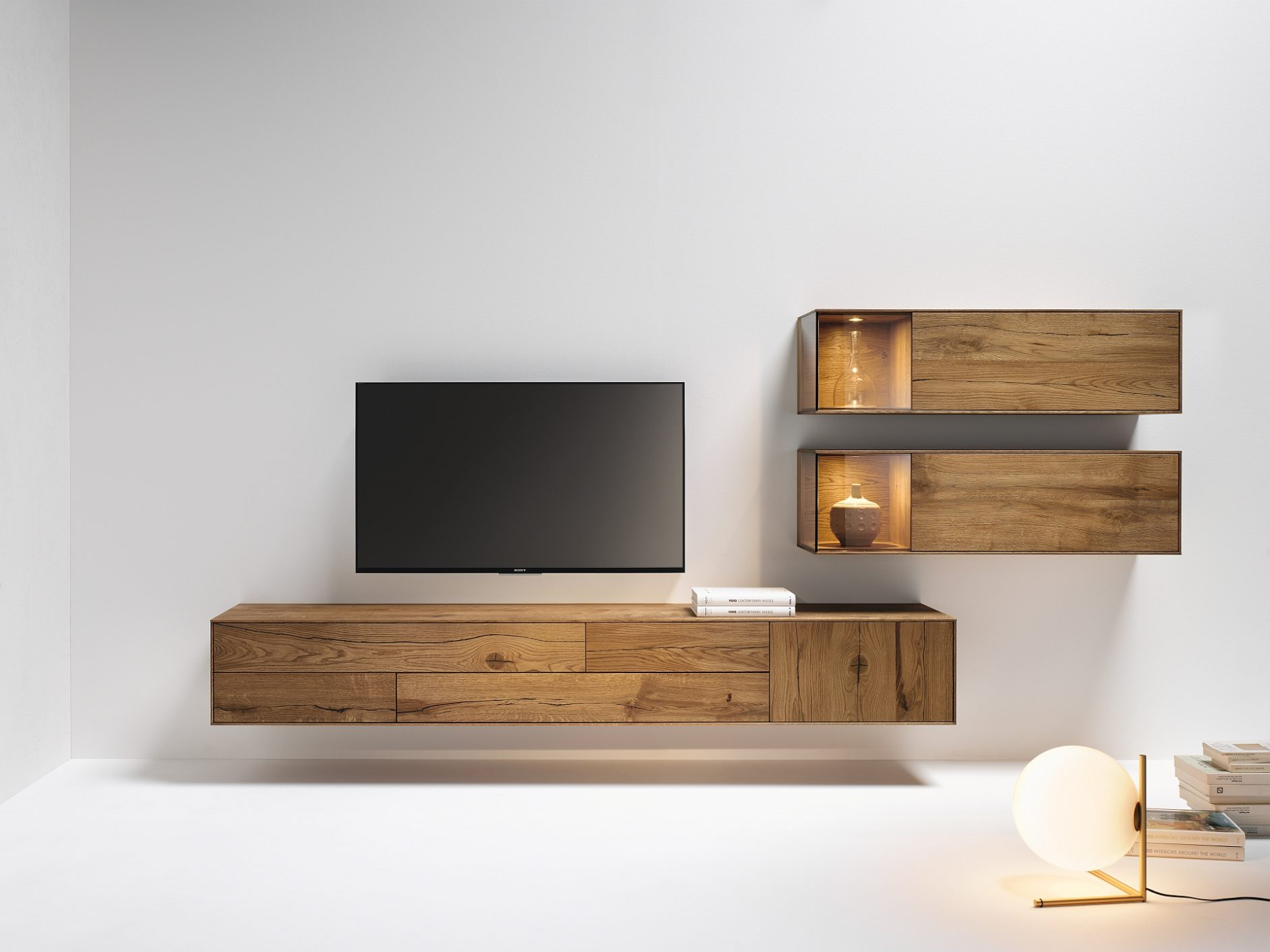 wohnzimmer vitrinen sideboards in freiburg bei hartmann. Black Bedroom Furniture Sets. Home Design Ideas