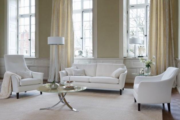 Weiße Polstergarnitur von den Bielefelder Werkstaetten in einem Wohnzimmer