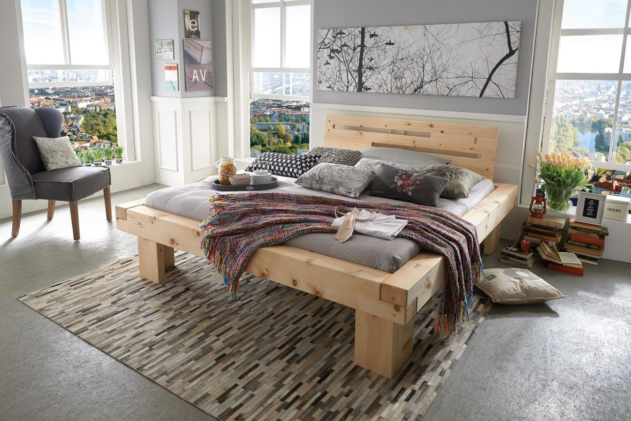 Bett Monte in Zirbe massiv, erhältlich in 3 Massivholzarten.