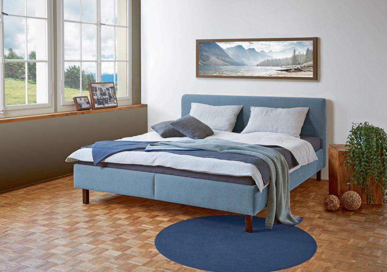 Bett Estrella mit gepolsterten Seitenteilen und Polsterkopfhaupt