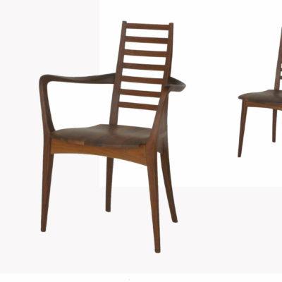 Massivholzstühle Julia 3 in Nussbaum mit Holzsitz, Rücklehne mit Quersprossen, mit und ohne Armlehnen
