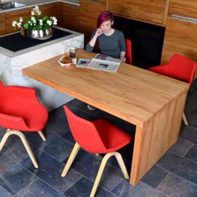 Ergonomische Esszimmerstühle M42 mit Armlehne und M41 ohne Armlehne