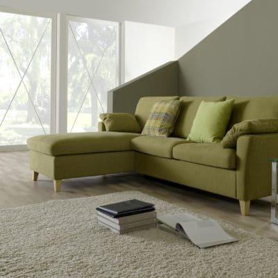 Klassisches Sofa Milano mit Recamiere in Grün